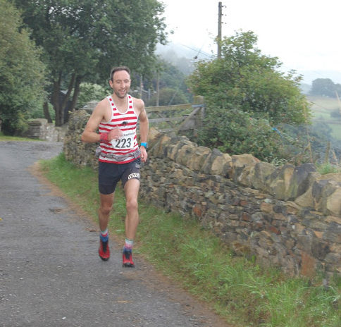 Ben Mounsey cruises home for the win at Crowhill Fell Race 2016